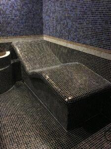 Лежак с мозаикой для хамама